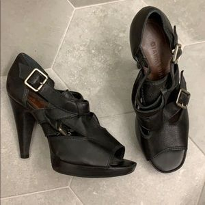 Gianni Bini leather heels